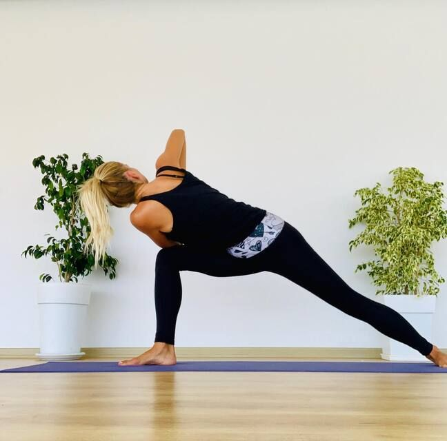extended side angle pose with twist
